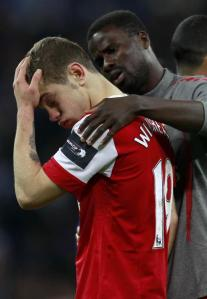 68935-arsenals-wilshere-is-consoled-by-team-mate-eboue-after-losing-to-birmi