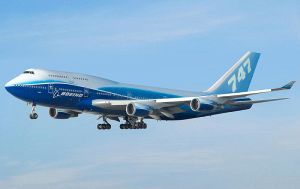 800px-Boeing_747-400_Dreamliner_livery